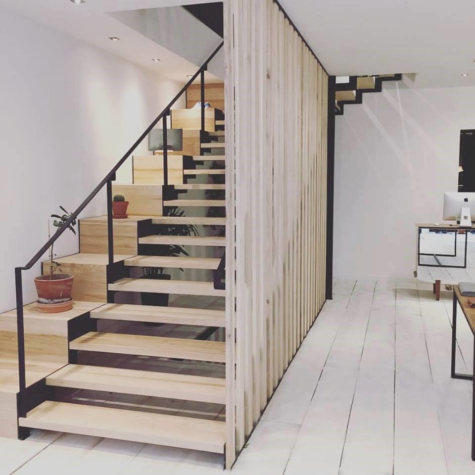 vente et pose d 39 escaliers rennes 1000 ty services. Black Bedroom Furniture Sets. Home Design Ideas